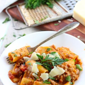 Instant Pot Sausage Rigatoni with Tomato Cream Sauce. Delicious one pot dinner. #dinner #instantpot #pasta