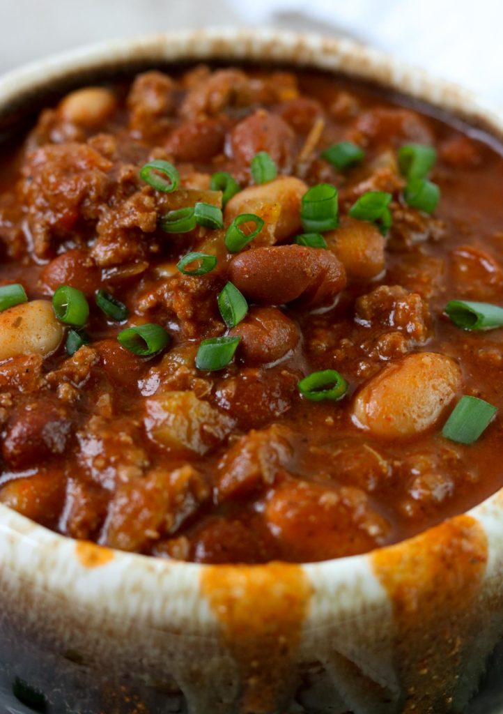 A Classic Chili recipe made with ground beef and beans. It has all the flavors you love in a big bowl of chili: onions, garlic, chili powder, meat, and beans, plus a little clove for warmth and flavor. #chili #classicchili #soup #chiliwithbeans