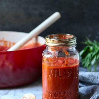 Easy Homemade Marinara Sauce via momsdinner.net #marinara #italian #pastasauce