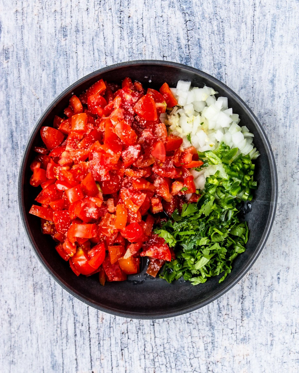 diced tomatoes, jalapenos, onion, cilantro, garlic and salt in a bowl